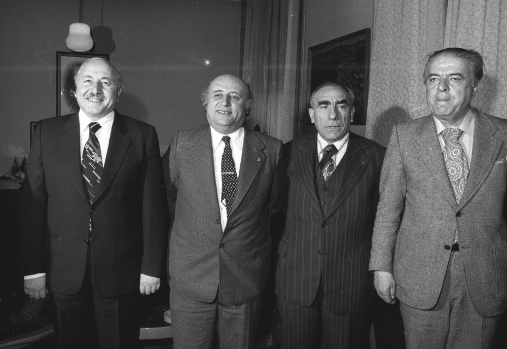Türk siyasal tarihinin yakın döneminde en önemli meselelerden biri, bu dönemin koşullarına da uygun olarak komünizm olmuştur. Komünizmin Türkiye'deki macerası, pek çok çalışmaya konu olup hâlâ ilgi çekici bir meseledir. Bu kadar ilgi çekmesinin arkasında, komünizme/sosyalizme ideolojik yakınlık duyan araştırmacıların bu alanda çalışmak istemesinden öte, konunun Türk siyasal yaşamında dönemi derinden etkilemesi ve dolayısıyla bugünü de şekillendiren temellerden olmasının payı büyüktür...