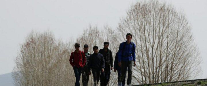 Afganlar, Türkiye Sınırını Güvence Altına Almadan Önce Sınırdan Giriş Yapıyorlar