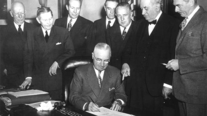 """Başkan Trump; """"Zamanında bakan Truman'ın kongreye verdiği mesajda söylediği gibi, Avrupa'nın yeniden yapılandırılması için verdiğimiz destek, Birleşmiş Milletler'e vermiş olduğumuz destekle tamamen uyumlu"""" dedi. Trump; """"Birleşmiş Milletler'in başarısı, üye ülkelerin bağımsız güçleriyle alakalı"""" dedi"""