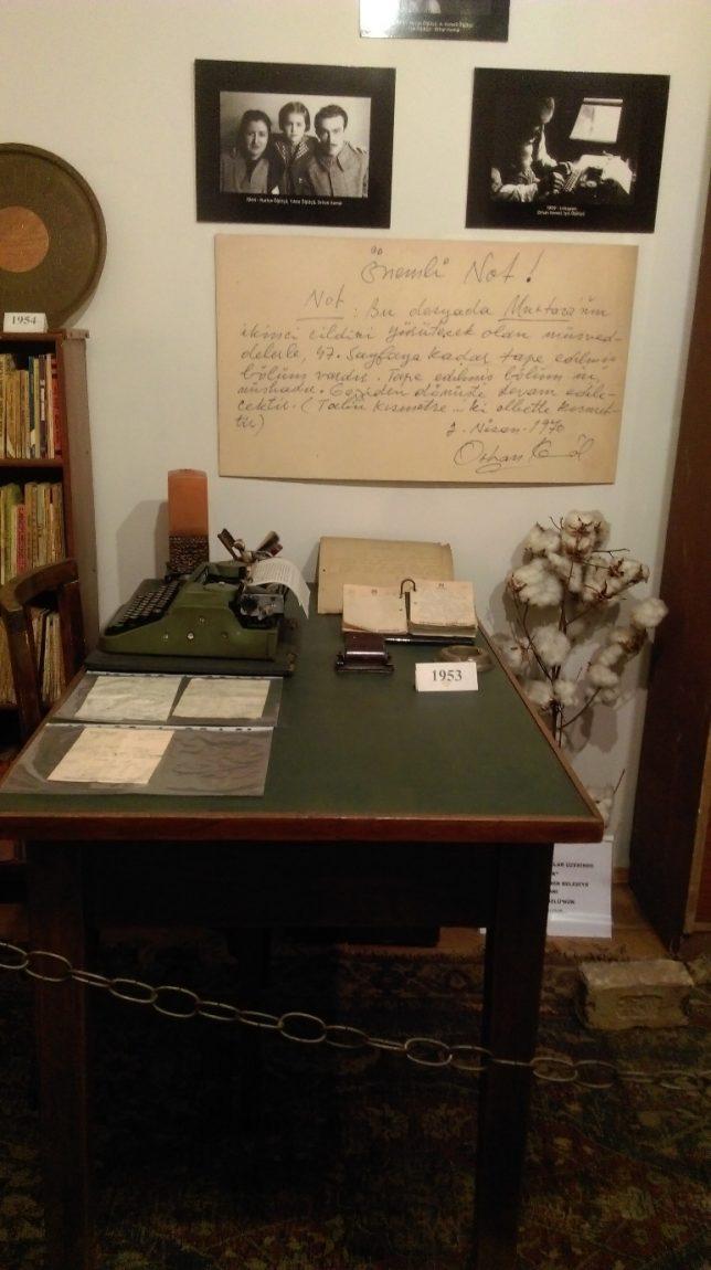 orhan kemal'in çalışma masası