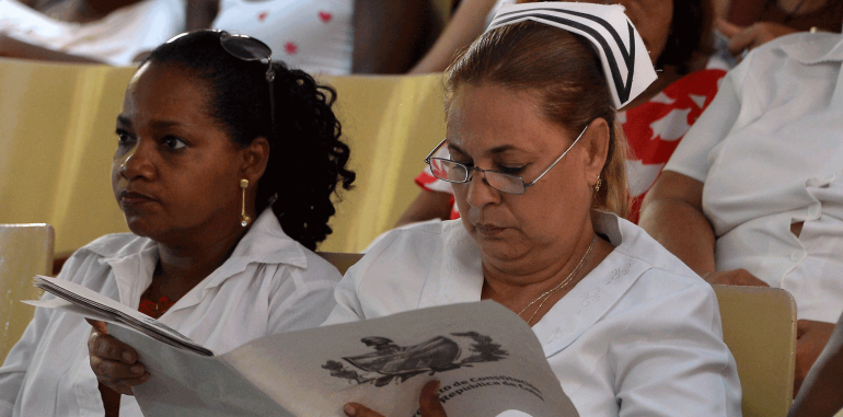 sosyalizm küba çeviri analiz tesad