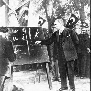 Atatürk'ün Türk Dili ve Alfabede Yaptığı Yenilik Çalışmaları
